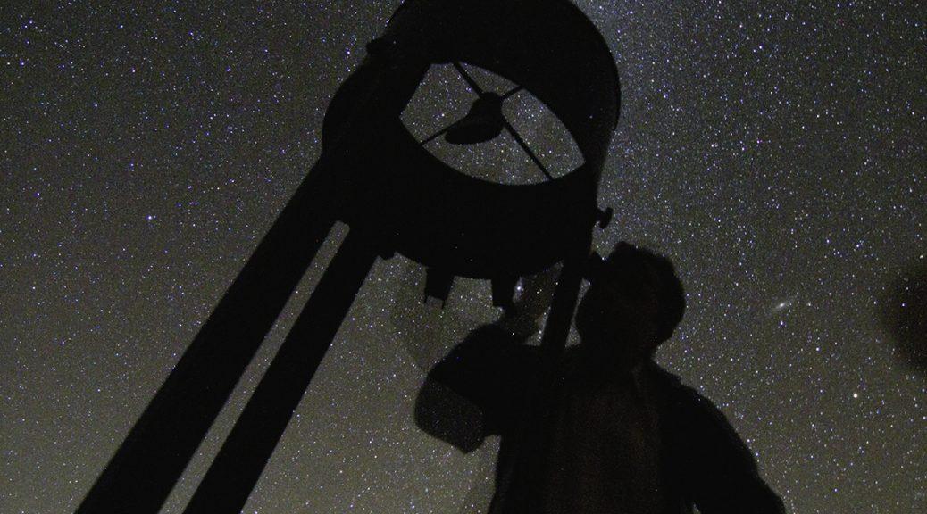 Observation du ciel par un amateur avec son telescope. Juillet 2010